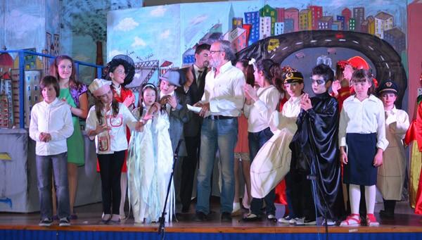 πρωτοβουλία αλληλεγγύης πολιτών Φυλής, θεατρική παράσταση, ανέβα στη στέγη να φάμε το σύννεφο, δήμος Σαρωνικού, παιδικό θεατρικό εργαστήρι, Άνω Λιόσια, δήμος Φυλής