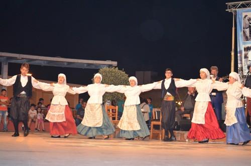 πολιτιστικές εκδηλώσεις, Μάιος 2015, Άνω Λιόσια, πολιούχοι, Αγίων Κωνσταντίνου και Ελένης, Αιγέας, Χοροστάτης, σύλλογος νέων, δήμος Φυλής