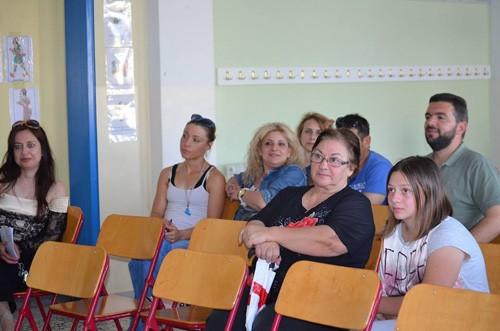 Η πρόεδρος Αντωνία Μπλέτσα και μέλη της Ένωσης Γονέων