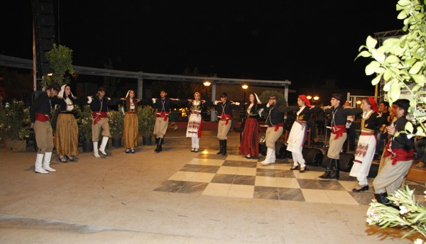πολιτιστικές εκδηλώσεις, Μάιος 2015, Άνω Λιόσια, πολιούχοι, εορτασμός, Αγίων Κωνσταντίνου και Ελένης, Κρήτες, Θεσσαλοί, Αρκάδες, δήμος Φυλής