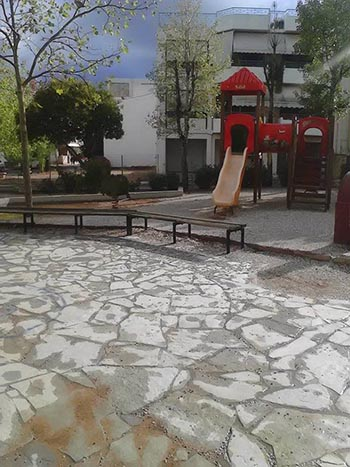 παιδική χαρά, πλατεία Καραγιάννη, Άνω Λιόσια, επικίνδυνη, νεροποντή