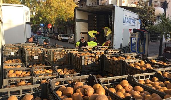 δήμος Ιλίου, διανομή φρούτων, ακτινίδια, Κοινωνικό Παντοπωλείο, ΤΕΒΑ, επισιτιστικό πρόγραμμα