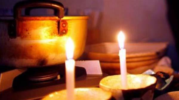 ΔΕΗ, κεριά, κομμένο ρεύμα, διακοπή ηλεκτροδότησης