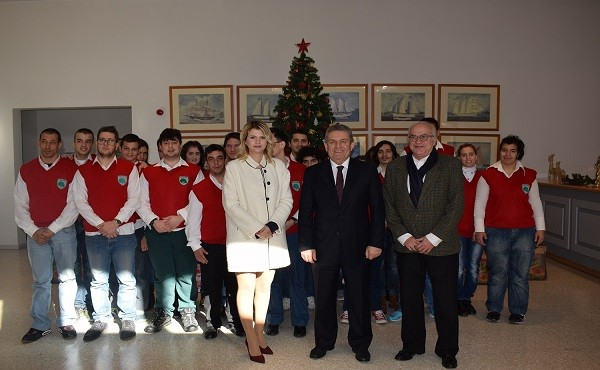 Ο Δήμαρχος Ιλίου Νίκος Ζενέτος με τον Πρόεδρο του Εθνικού Κέντρου Κοινωνικής Αλληλεγγύης Περικλή Τζιάρα, την Αντιδήμαρχο Κοινωνικής Πολιτικής Ανδριάνα Αλεβίζου και την Προϊσταμένη του Ξενώνα Κακοποιημένων Γυναικών Άννα Μαμάη