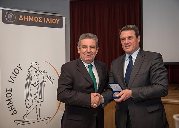 Μίμης Δομάζος, δήμος Ιλίου, λεύκωμα, θρύλος, ελληνικού ποδοσφαίρου