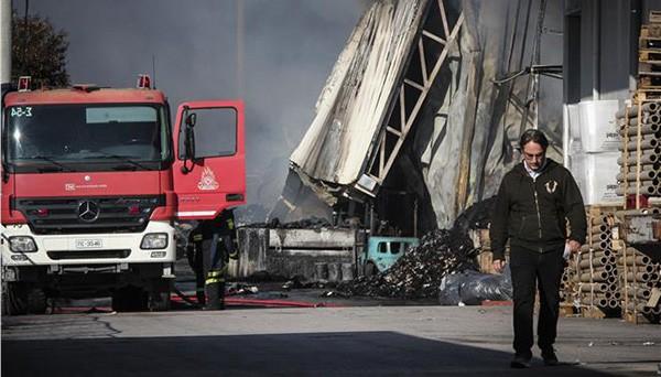 Μενίδι, πυρκαγιά, βιομηχανία χαρτικών