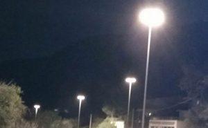 κολόνες φωτισμού, Φυλή