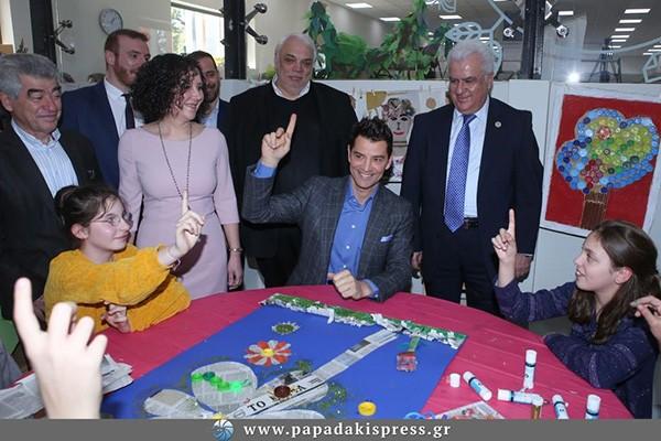 """Ο Σάκης Ρουβάς """"Πρεσβευτής της Ανταποδοτικής Ανακύκλωσης"""" στο πάρκο Περιβαλλοντικής Εκπαίδευσης και Ανακύκλωσης των Αγίων Αναργύρων"""