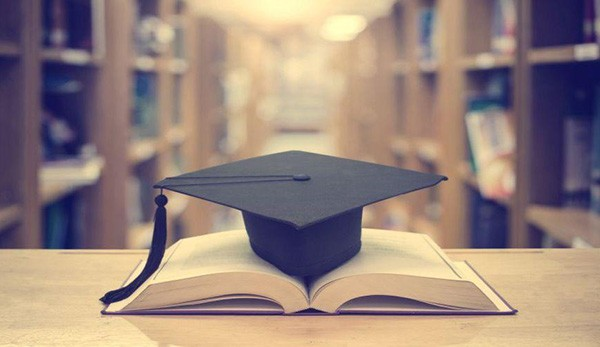 Ίδρυμα Λάτση, υποτροφίες, μεταπτυχιακές σπουδές