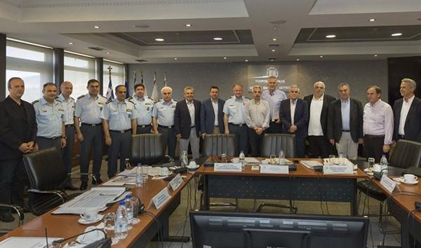 Η έλλειψη ανθρώπινου δυναμικού που οδηγεί στην υποστελέχωση των αστυνομικών τμημάτων και των τμημάτων ασφαλείας και, κατά συνέπεια, στη μειωμένη αστυνόμευση ήταν το κύριο πρόβλημα που συζητήθηκε κατά τη συνάντηση που είχαν ο αναπληρωτής υπουργός Προστασίας του Πολίτη Νίκος Τόσκας και ο αρχηγός της ΕΛ.ΑΣ με δημάρχους της δυτικής Αθήνας