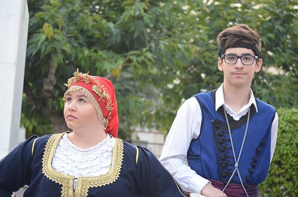 """Σεμνά και λιτά το δημαρχείο Ιλίου μετονομάστηκε σε """"Βασίλης Κουκουβίνος"""" Δωρεά αυτόματου απινιδωτή από τα παιδιά του Δημήτρη και Πία"""