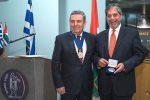 Μετάλλιο αξίας και διάκρισης στο δήμαρχο Ιλίου Νίκο Ζενέτο από τον Παλαιστίνιο πρόεδρο Μαχμούντ Αμπάς