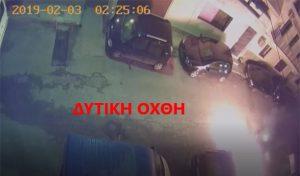 Σοκ προκαλεί το βίντεο από τη στιγμή της πυρπόλησης του αυτοκινήτου στο Ίλιον, ο ιδιοκτήτης του οποίου θέλησε να τοποθετήσει κεραία κινητής τηλεφωνίας στο σπίτι του