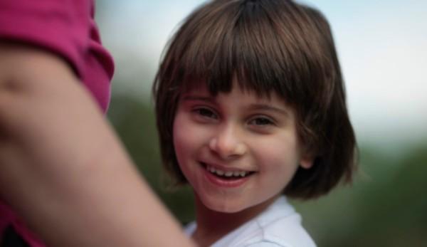 Με σκοπό την ευαισθητοποίηση και ενημέρωση, η 15η Φεβρουαρίου, Παγκόσμια Ημέρα για το Σύνδρομο Angelman έκρυβε φέτος ένα τρυφερό βίντεο με τις δυσκολίες αλλά και τη στωικότητα με την οποία χαρακτηρίζονται οι οικογένειες με παιδιά με αναπηρίες.