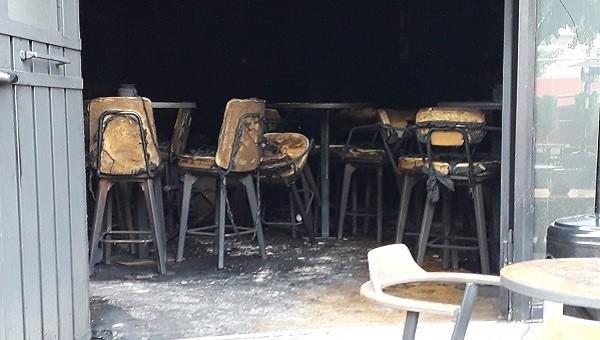 Παρανάλωμα του πυρός έγινε τις πρώτες πρωινές ώρες το καφέ-μπαρ Σχοινοβάτης στην κεντρική πλατεία των Άνω Λιοσίων