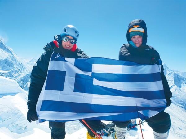 Τη λένε Χριστίνα Φλαμπούρη είναι μέλος του ΕΟΣ Αχαρνών και είναι η πρώτη Ελληνίδα που μετά από 20 χρόνια ανέβηκε στην κορυφή του Έβερεστ