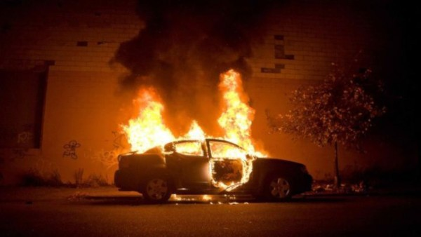 Στις φλόγες και πάλι αυτοκίνητο στις Αχαρνές. Συνεχή κρούσματα το τελευταίο διάστημα