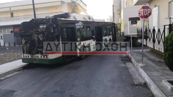 Φωτιά το πρωί σε λεωφορείο της γραμμής Β12 στα Άνω Λιόσια (φωτό)