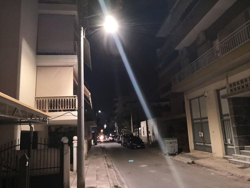Η νύχτα... μέρα έχει ξεκινήσει να γίνεται σε αρκετές συνοικίες του Δήμου Ιλίου, καθώς σε πλήρη εξέλιξη βρίσκεται η ενεργειακή αναβάθμιση του δημοτικού οδοφωτισμού με νέες λάμπες τύπου led