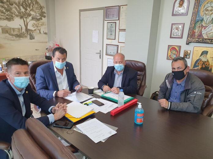 Υπεγράφησαν οι συμβάσεις για τα 2 γήπεδα 5Χ5 σε Φυλή και Δροσούπολη. Ξεκινά το έργο