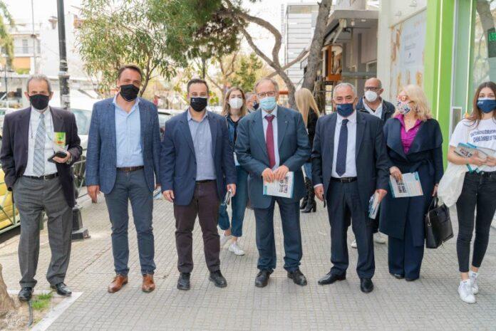 Μάσκες και αντισηπτικά μοίρασαν στα καταστήματα της Πετρούπολης Επαγγελματικό Επιμελητήριο Αθηνών και Δήμος
