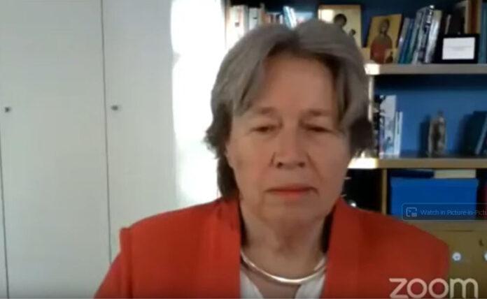 Την εκτίμηση ότι η κυβέρνηση δεν έχει δώσει την απαιτούμενη προσοχή στο θέμα των μέτρων αντιμετώπισης διασποράς του Covid-19 στις κοινότητες των Ρομά, με αποτέλεσμα να αποτελούν μια κινητή «βόμβα» κρουσμάτων, έδωσε η καθηγήτρια επιδημιολογίας Αθηνά Λινού, απαντώντας σε ερώτηση της Δ.Ο. και του δημοσιογράφου Κώστα Σωτηρόπουλου, στη διαδικτυακή εκδήλωση που πραγματοποίηση η ΟΜ Χασιάς-Φυλής του ΣΥΡΙΖΑ-Προοδευτική Συμμαχία.