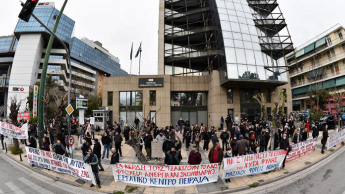 Απέκλεισαν το υπουργείο Περιβάλλοντος διαμαρτυρόμενοι για ΧΥΤΑ Φυλής και ΜΕΑ σε Σχιστό