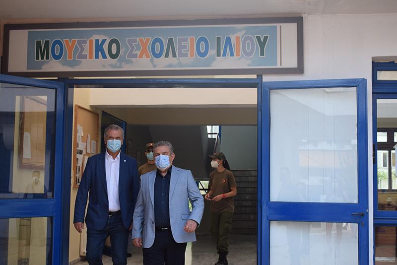 Αγιασμός με ευχές, μάσκες και αισιοδοξία στα σχολεία του Δήμου Ιλίου