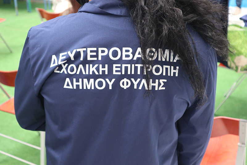 Νίκος Χατζητρακόσιας: Μοίρασε πλήρη ιματισμό και προσωπικό υγειονομικό υλικό στις καθαρίστριες Γυμνασίων και Λυκείων
