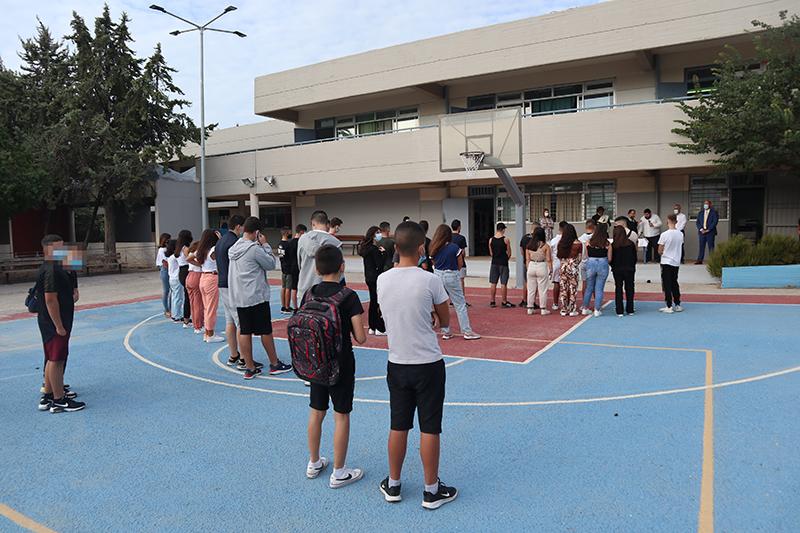 """1ο Γυμνάσιο Άνω Λιοσίων: Πρώτο """"κουδούνι"""" με χαμόγελα και θετική διάθεση"""