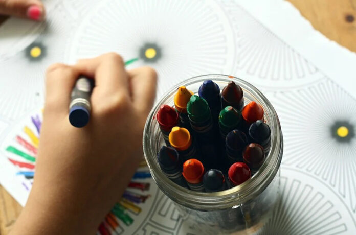 Δήμος Πετρούπολης: Συγκεντρώνει σχολικά είδη για τα παιδιά. Πώς μπορείτε να βοηθήσετε
